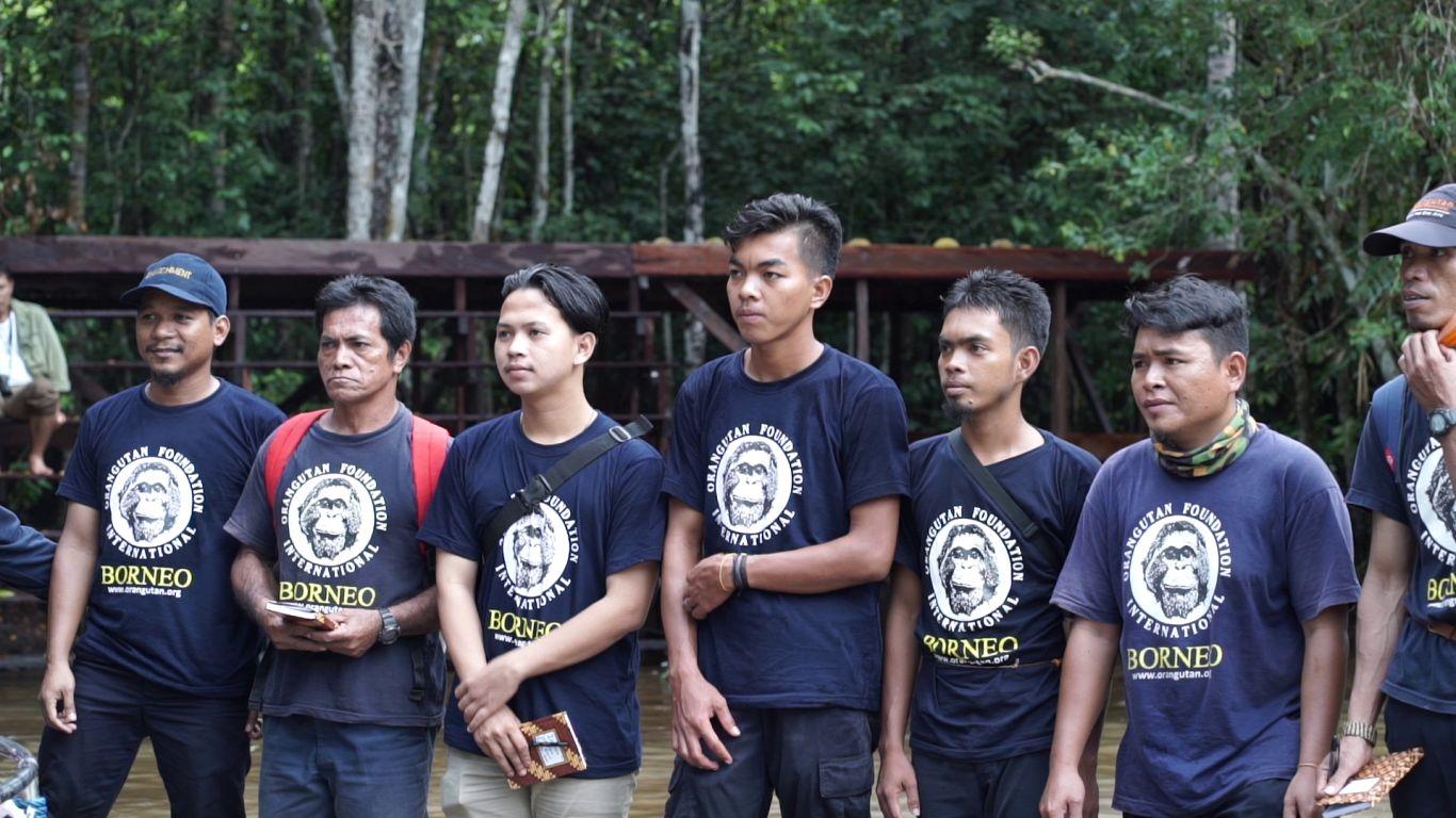 Tim OFI memberikan pengarahan mengenai pelepasliaran orangutan